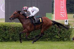 Zweiter Start, zweiter Sieg für Larry. www.galoppfoto.de - Sabine Brose