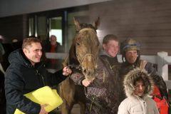 Matschig, aber glücklich nach dem Sieg von Leoderprofi (Foto: Dr. Jens Fuchs)