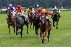 Liber gewinnt unter Eddie Pedroza den Hoppegartener Sprint-Cup. www.galoppfoto.de - Sabine Brose