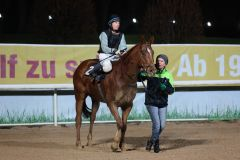 Lucky Jo gewinnt mit Tommaso Scardino in Dortmund bei der Rennpremiere 2015. Foto: Dr. Jens Fuchs