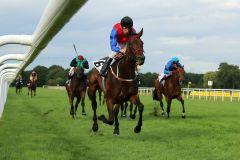 Madhyana mit Adrie de Vries gewinnt. www.galoppfoto.de - Sabine Brose