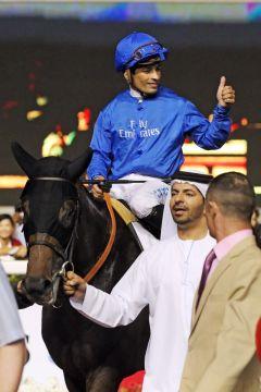Mit Trainer Saeed bin Suroor am Zügel - Sajjhaa mit Silvestre de Sousa nach dem Erfolg im Dubai Duty Free. www.galoppfoto.de - Frank Sorge