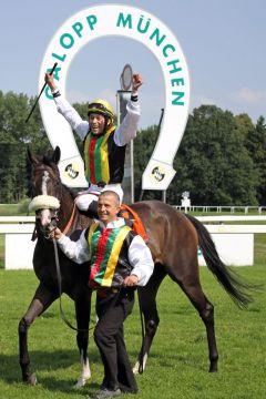 München ist ein gutes Pflaster für die Tinsdaler Pferde: Nach dem Gr. I-Sieger Durban Thunder kann mit Emily of Tinsdal ein weiteres Black Type-Pferd vom Geläuf geholt werden. www.galoppfoto.de - Sebastian Höger