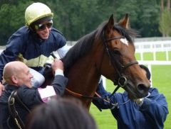 Nathaniel mit William Buick nach seinen Sieg in den King George VI and Queen Elizabeth Stakes 2011. Foto: Heidrun Küster