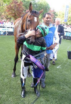 Nearly Caught und Umberto Rispoli gewinnen den Prix Kergolay, Gr. II, in Deauville. www.dequia.de