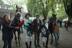 Sieger Imondo mit P. Gibson, A. Overbeck, A. Best und Trainingsgefährtin Senara. Foto: Suhr