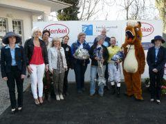 Siegerehrung mit Besitzertrainerin B.C. Hoorens van Heyningen und Jockey Andre Best. Foto Suhr
