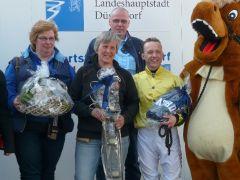 Besitzertrainerin B.C. Hoorens van Heyningen und Jockey Andre Best. Foto Suhr