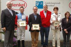 Siegerehrung mit J. Böhm, Vorstand des Rennvereins, Daniele Porcu, Trainer Sascha Smrczek, Besitzerpaar Stall Eberhütte. Foto Suhr