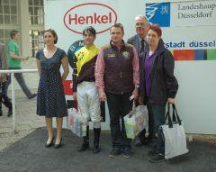 siegerehrung mit Maxim Pecheur, Besitzerpaar R. Ehrenhofer und Frau S. Zels, Vizepräsident A. Woeske. Foto: Suhr