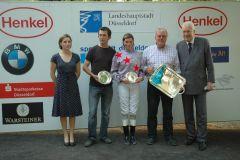 siegerehrung mit Lisa Bienefeld-Brand, Trainer Rudi Storp und Präsident Peter-Michael Endres. Foto Suhr