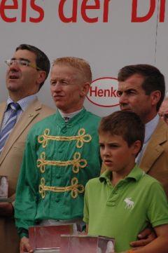 Siegerehrung mit Rolf Harzheim, Filip Minarik, Peter Schiergen (v. l.)  Foto: Gabriele Suhr