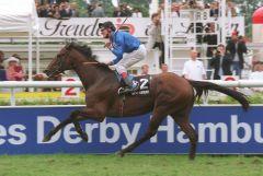 Next Desert mit Andrasch Starke - die Sieger im Deutschen Derby 2002. www.galoppfoto.de
