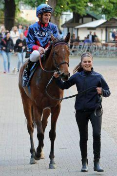 Erster Sieg beim siebten Start: Noble Colonia legt mit Andrasch Starke in Köln ihre Maidenschaft ab. Foto: Dr. Jens Fuchs