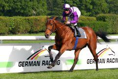 Nutan gewinnt mit Andrasch Starke im Dreijährigen-Rennen über 2.200 Meter. www.galoppfoto.de - Sandra Scherning