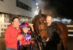 Ohne Tadel gewinnt mit Luisa Stephanie Steudle für Besitzertrainerin Elisabeth Storp. Foto: Dr. Jens Fuchs
