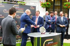 Siegerehrung nach den Solera Stakes, dem Hauptereignis am Samstag in Newmarket. Foto: privat