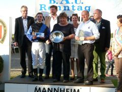 Siegerehrung mit Miguel Lopez, Frau de Vlaminck, Gabriele Gaul, Thierry de Vlaminck. Foto Gabriele Suhr