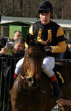 Pavel Bradiks Van Vürden als Zweiter des Jagdrennens. www.dequia.de