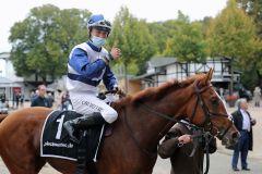 Peaches unter Clement Lecoeuvre nach ihrem Sieg im Winterkönigin-Trial. Foto: Dr. Jens Fuchs
