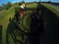Pferde und Jockeys während des Seejagdrennens - in Frotn Kazzia mit Cevin Chan. www.galoppfoto.de