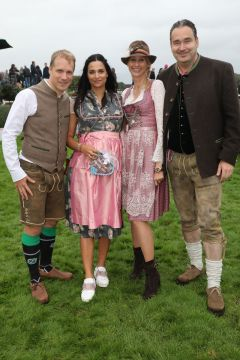 Julia und Gregor Baum mit Oliver Pocher und Amira Aly. www.galoppfoto.de