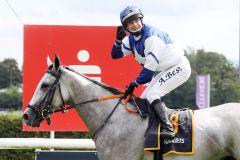 Princess Kahena mit Andre Best nach dem Sieg in Baden-Baden. www.galoppfoto.de