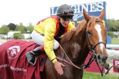 Ein Pferd, das seinen perfekten Reiter gefunden hat: Torquator Tasso und Rene Piechulek nach dem Sieg im 100. Prix de l'Arc de Triomphe. ©Turf-Times/Dr Jens Fuchs
