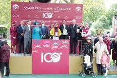Die Siegerehrung für den 100. Prix de l'Arc de Triomphe für das Team von Torquator Tasso. ©Turf-Times/Dr. Jens Fuchs