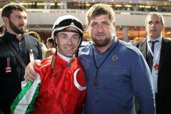 Ramzan Kadyrov mit Jockey Olivier Peslier vor dem Zazou-Start im März 2012 in Dubai. www.galoppfoto.de - Frank Sorge