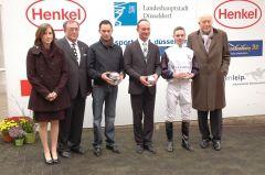 Siegerehrung mit Daniele Porcu, Trainer Sascha Smrczek, Jockey Miguel Lopez und P.M. Endres, Präsident. Foto: Gabriele Suhr Suhr