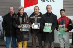 Siegerehrung mit Besitzerpaar Gölz, Trainer S. Smrczek, Jockey B. Ganbat. (Foto Suhr)