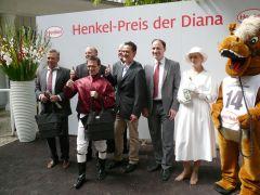 Siegerehrung mit Lars-Wilhelm Baumgarten, Eduardo Pedroza und Waldemar Hickst. Foto G. Suhr