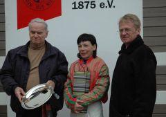Siegerehrung mit Trainer Horst Rudolph, Hana Mouchova, Reinhard Ording (Foto Suhr)
