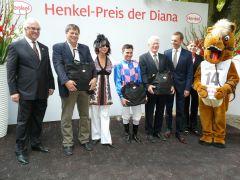 Siegerehrung mit Mitglieder des Stalles Totti, Wladimir Panov und Hans-J. Gröschel. Foto G. Suhr