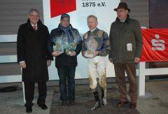 Siegerehrung mit Gerald Geisler, Filip Minarik, Präsident A. Vogel (Foto: Suhr)