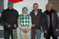Siegerehrung mit Trainer Uwe Schwinn, Andrea Glomba (Foto Suhr)