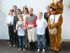 Siegerehrung mit Familie Schiergen und Andrasch Starke. Foto G. Suhr