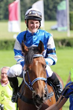 Was lange währt ... erster Sieg beim elften Start mit Dennis Schiergen in Hoppegarten. www.galoppfoto.de - Frank Sorge