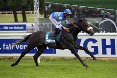 Santano kommt bei seinem zweiten Start zu einem ungefährdeten Sieg. www.galoppfoto.de - Sabine Brose