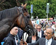 Sea Moon mit seinem Besitzer Khalid Abdullah nach dem Erfolg in den Great Voltigeur Stakes. www.galoppfoto.de - John James Clark