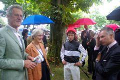 Prof. Dr. Gerhard Sybrecht und seine Frau Ulrike vom Gestüt Hof Iserneichen vor dem Rennen im Düsseldorfer Führring mit Jockey Eddy Hardouin und Trainer William Mongil. www.dequia.de