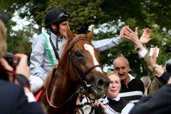 Shake Hands nach dem großen Erfolg im Preis von Europa, Gr. I. www.galoppfoto.de - Frank Sorge