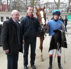 Trainer Jan Pubben, Timm's Pearly und Reiter Toon v.d. Troost (Foto Suhr)