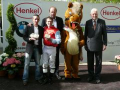 siegerehrung mit J. Carvalho, Stall Lucky Owner, Andreas Suborics, P. Endres (Foto: Gabriele Suhr)