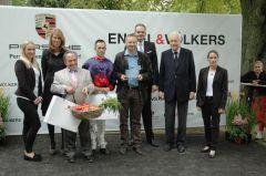 Siegerehrung mit Trainer Mario Hofer, Jockey Daniele Porcu, Besitzer Eckhard Sauren, Rennvereinspräsident Peter M. Endres. Foto Gabriele Suhr