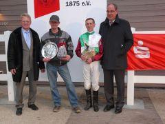 Siegerehrung Finale der Neusser Wintersaison 2010/2011  (R. Ording, Dave Mccann, J. Vogel) (Foto: Gabriele Suhr)