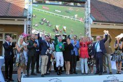 Siegerehrung für den Sieg von Raven's Lady mit Gerald Mosse in der 148. Goldenen Peitsche. www.galoppfoto.de - Frank Sorge