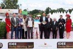 Siegerehrung für Gestüt Röttgens Windstoss nach dem IDEE 148. Deutschen Derby. www.galoppfoto.de - Marius Schwarz