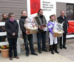 Siegerehrung Günter Reiners-Gedächtnisrennen (K. Strübbe, Ch. Peterschmitt, A. Suborics, Y. Bereit, Jan Vogel) (Foto: Gabriele Suhr)